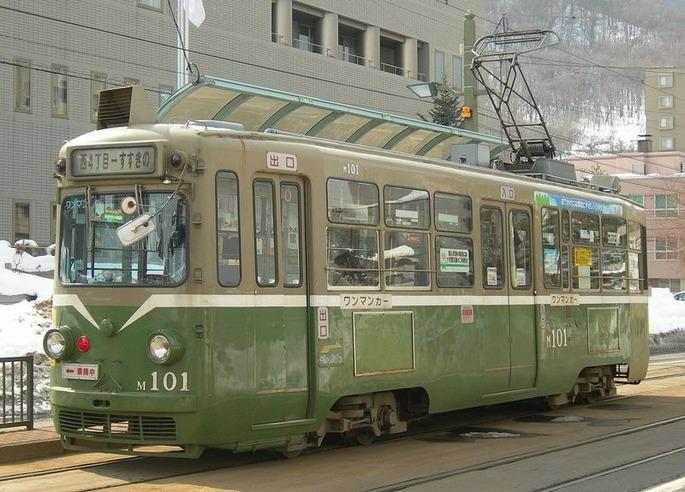 1280px-Sapporo_streetcar_M101