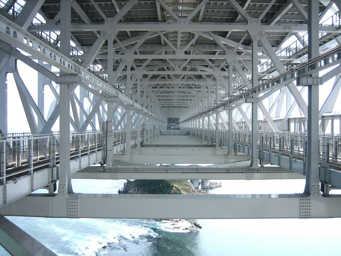 1200px-Oh_Naruto_Bridge_inside