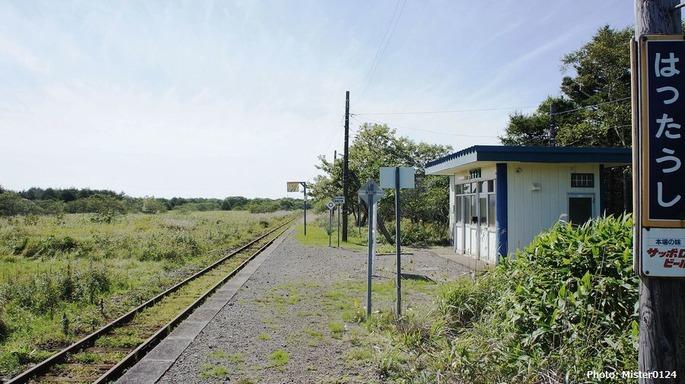 1920px-JR_Nemuro-Main-Line_Hattaushi_Station_Platform
