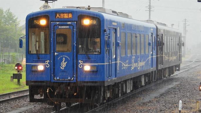 人吉温泉駅に入線するKT-500形