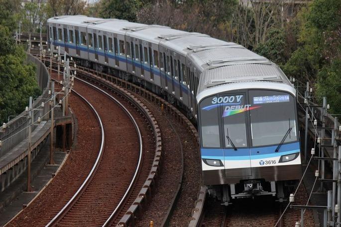 1920px-Yokohama_Subway_3000V_series_set_61_20170410