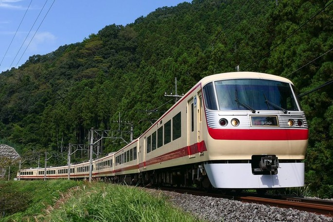 Seibu-Railway_Series10000-10105F