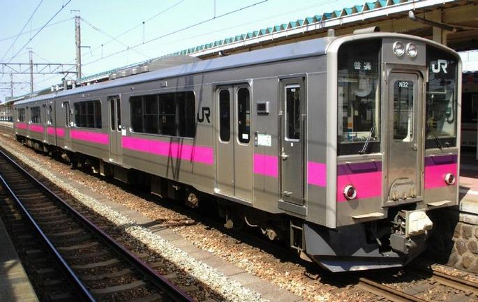 JR-E701_Akita_color_N32_at_Sakata_Station_20070406