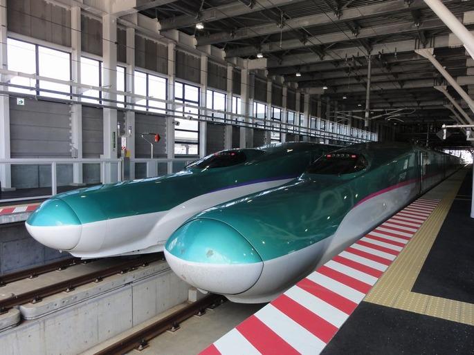 JRH_H5_H2_JRE_E5_U14_Shin-Hakodate-Hokuto_Station_north_20160406
