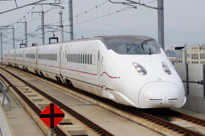 Kyushu_Railway_-_Series_800-1000_-_01
