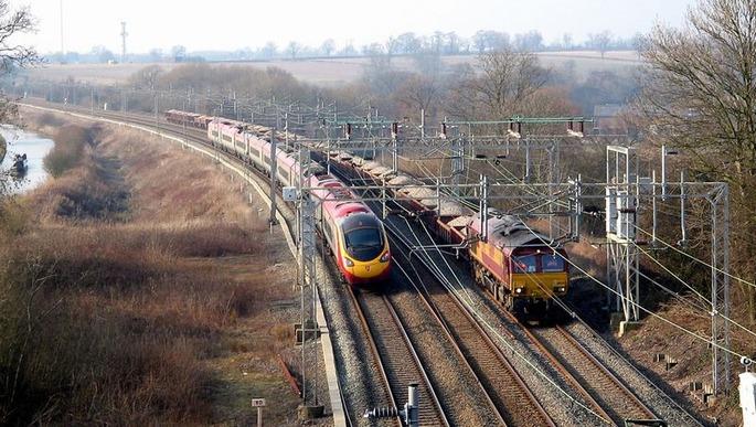 Pendolino_and_Freight_train