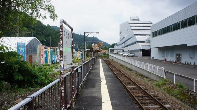 1920px-JR_Sekisho-Line_Yubari_Station_Platform