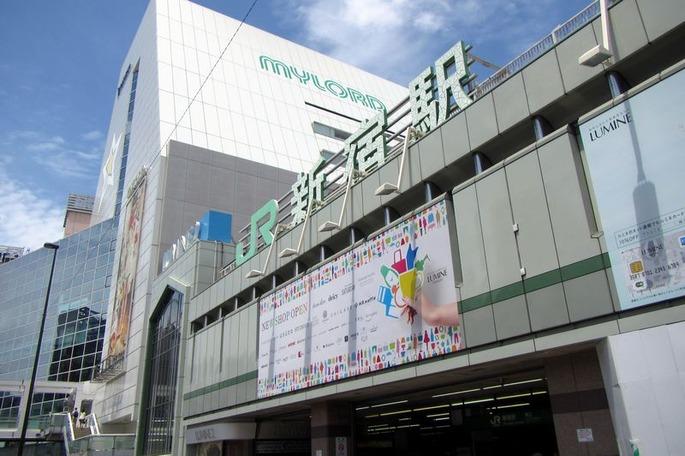 JR新宿駅南口_-_panoramio
