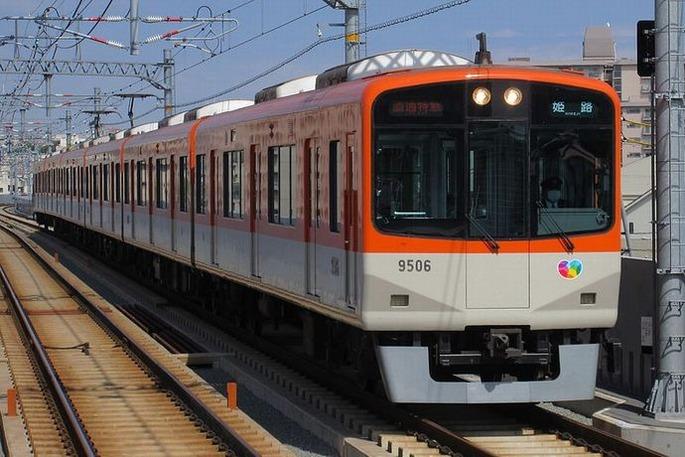 Hanshin_9506_at_Nishi-shimmachi_station