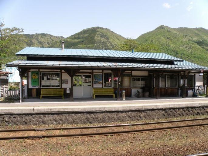 芦ノ牧温泉駅_-_panoramio_-_くろふね_(2)