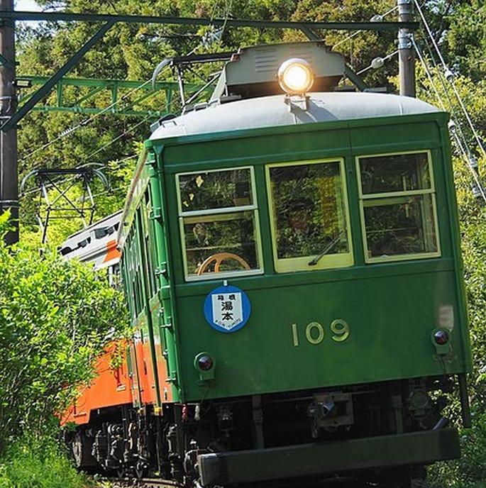 450px-Hakone_tozan_railway_109_in_Ohiradai