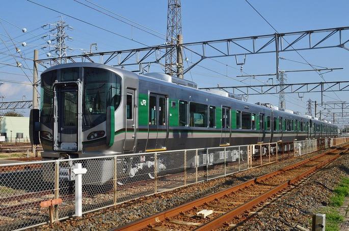 1920px-227-1000_in_Wakayama_Car_Maintenance_Center
