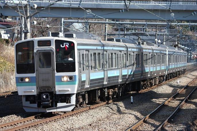 1280px-JNR_211-1000_nagano_color