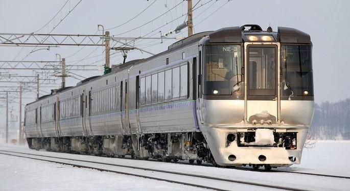 1200px-JR_Hokkaido_785_series_EMU_007