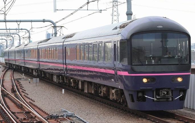 JRE485_Hana_Higashi-Koganei_20130606