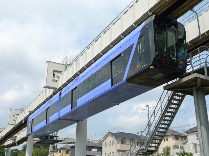 Chiba_Urban_Monorail_0_series_201206-01