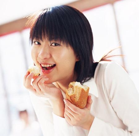 食べすぎ女子のNG習慣と対策