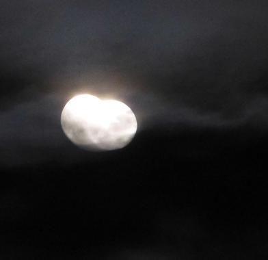 統合する月