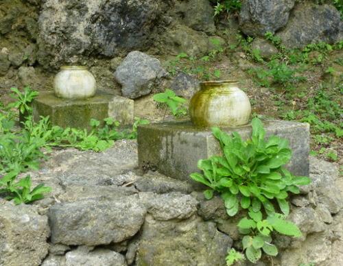 聖なる壺2つ