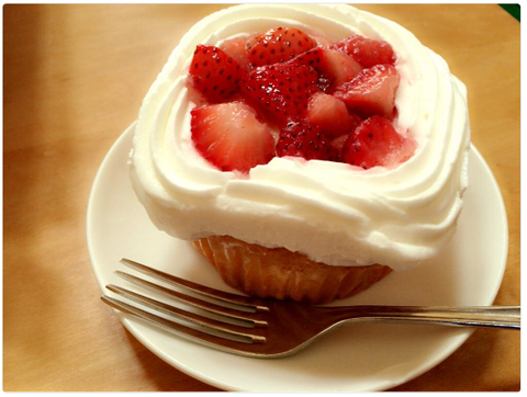 ストロベリーカスタードカップケーキ