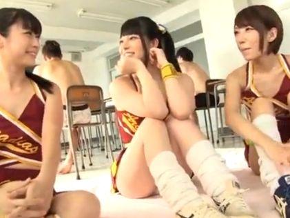 歌姫コスの女の子が淫語で挑発して騎乗位セックスに持ち込む!