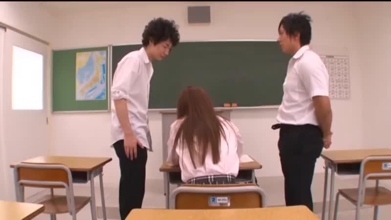 麻倉憂ちゃんがシミケン君&ムータン君と教室で中出し3Pしちゃいました♪