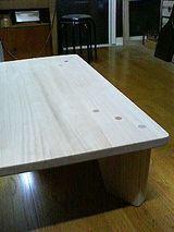 テーブルの足と埋木