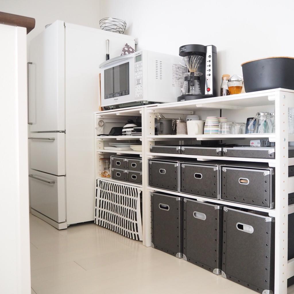 そこで、「100円ショップのSeria(セリア)」の「食器棚シート」を買ってきました。食器棚の中も楽しくなり、食器がすべりにくくて使いやすくなります。