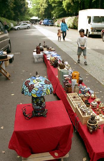 2002-04-27-002.jpg、大宮八幡宮、骨董市