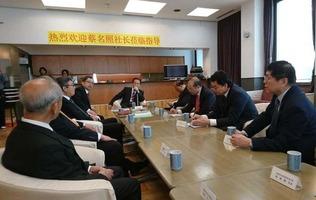 新華社社長 中国通信社を訪問