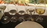 酒入りワイングラス