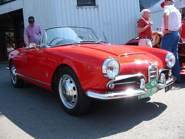 800px-Alfa_Romeo_Giulia_Spider