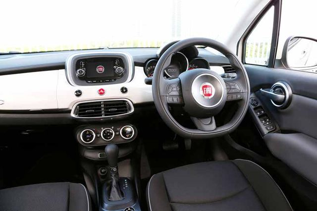 fca-japan-started-selling-the-small-suv-fiat-fiat-500x20150930-5