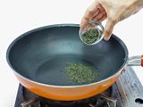 フライパンを使った煎茶の消臭方法1