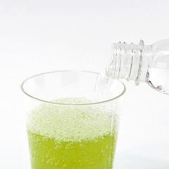 緑茶×炭酸水のフルーティーで爽やかな「スパークリング緑茶」