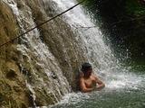 マロロの滝で滝行 Malojloj Falls