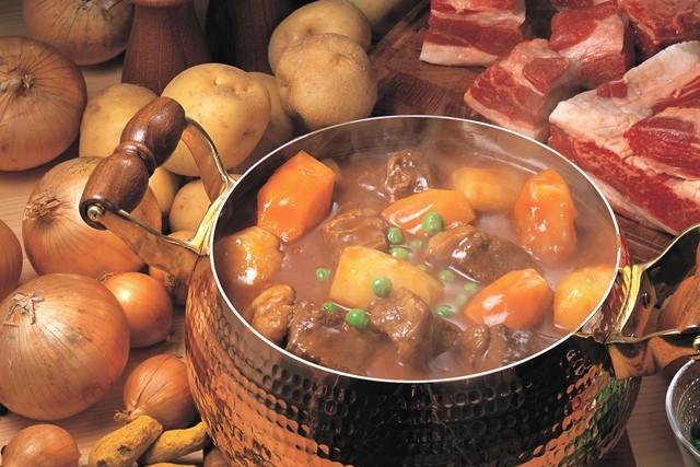 レトルトカレーや市販のカレールウで作ったカレーを食べると胸焼けしませんか。 でもインド料理などで本格的なカレーを食べたときはあまり胸焼けを感じません。