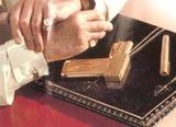 黄金銃のカフスボタン