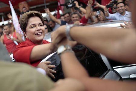 2014-09-29T063828Z_1_LYNXNPEA8S07Y_RTROPTP_2_BRAZIL-ELECTION