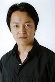 通信4月号見開き 写真差し替え「赤シャツ:横堀悦夫」