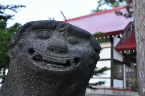 江部乙神社向かって左
