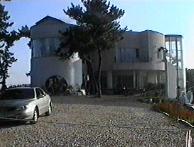 白亜の豪邸