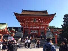 京都伏見稲荷正面