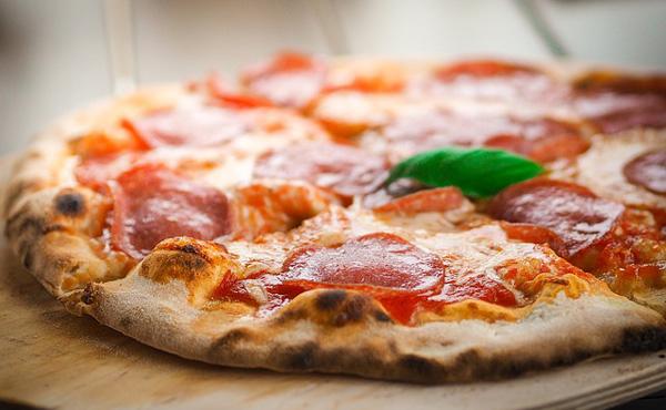 ピザとかいう謎原価の食べ物wwwww