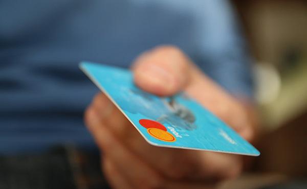 クレジットカードで一括払い購入した物品の最高金額は?