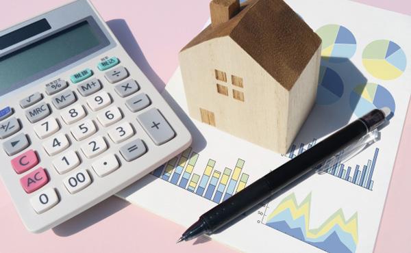 家計消費が4年連続で減少 収入増が貯蓄に回る