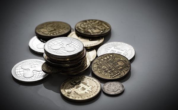 仮想通貨で400万含み損ワイ、今日も元気にハイキングw