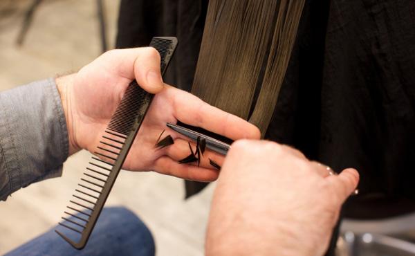【悲報】25歳美容師ワイ、年収200万を切る