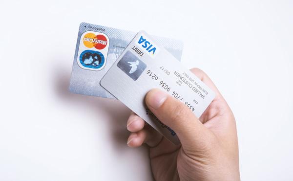 【悲報】クレジットカード業界の改悪が酷い、まともなクレカが無いと阿鼻叫喚