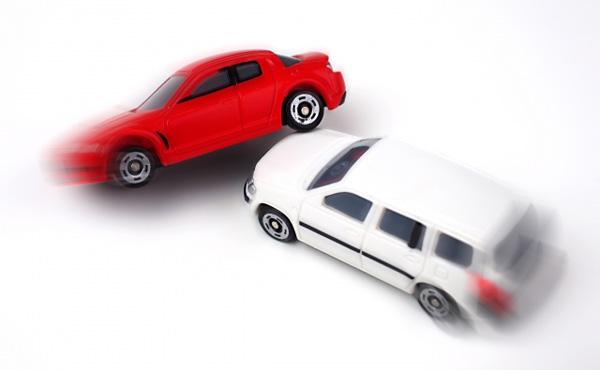 【悲報】ワイ、車運転してたら事故って慰謝料請求されるwww